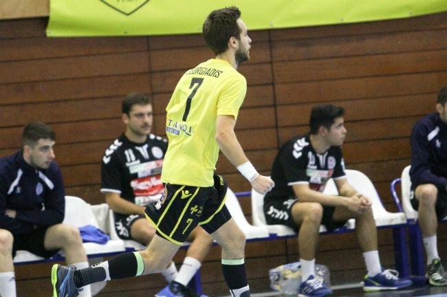 aek-handball-drama-goergiadis-goal-celeb