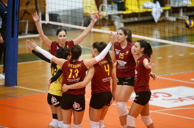 paok-aek-volley-women-ginaikes-gynaikwn-agkalia-omada-omadiki-team