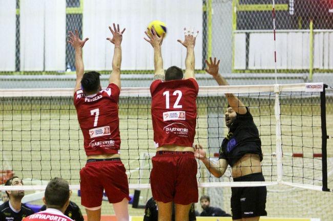 aek-osfp-olympiacos-volley-volleyball-men-andron-andrwn-lappas-epithesi