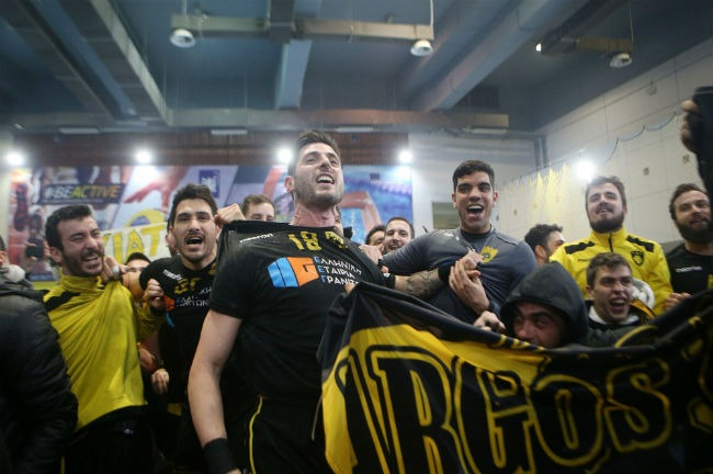 aek-osfp-olympiacos-handball-alvanos-team-omada-omadiki-kosmos-fans