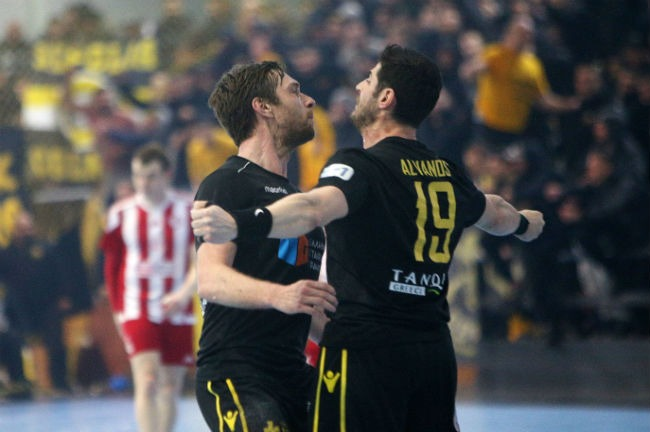 aek-osfp-olympiacos-handball-jakobsen-alvanos