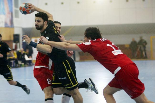 aek-osfp-olympiacos-handball-milonas-mylonas2