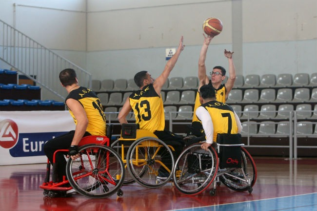 aek-basket-amaxidio-players-play-shoot-paiktes-proponisi-fotografisi