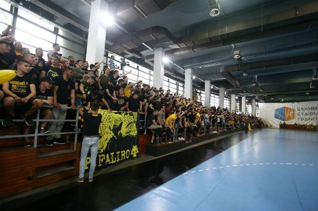aek-osfp-olympiacos-handball-fans-laos-kosmos