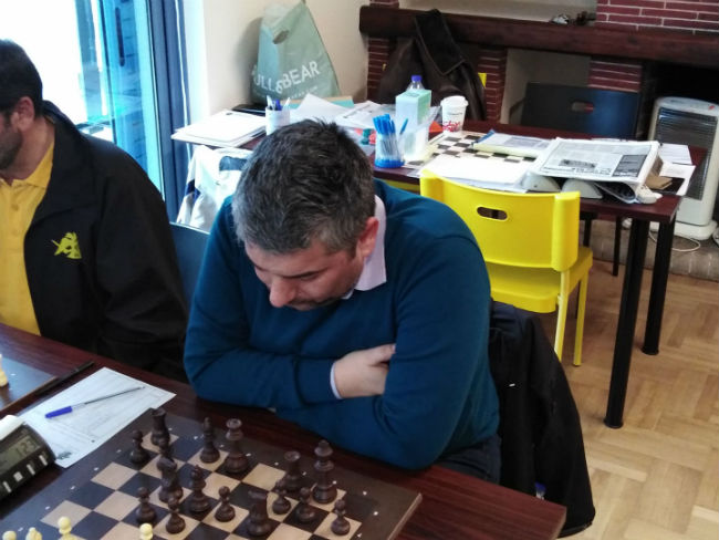 aek-skaki-chess-play-1212111