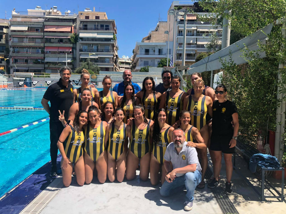 aek-team-omada-omadiki-play-waterpolo-women-gynaikes1