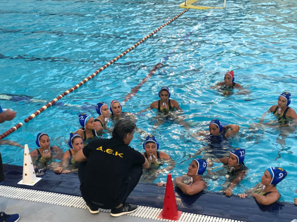 aek-women-waterpolo-team-omada-omadiki-kritikos
