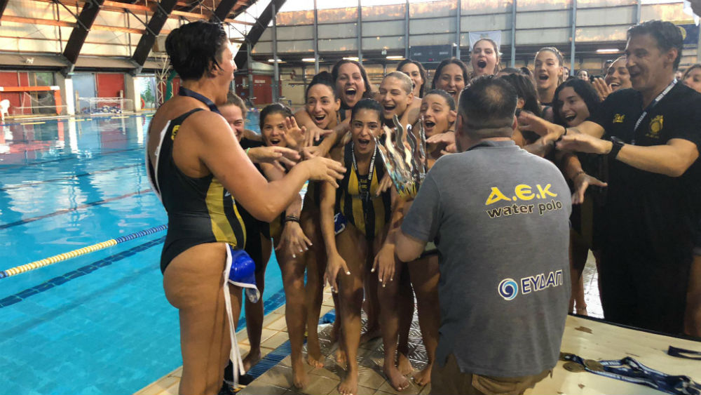 aek-women-waterpolo-tropaio-