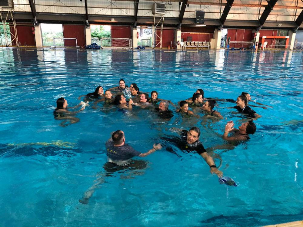 aek-women-waterpolo-tropaio-pisina
