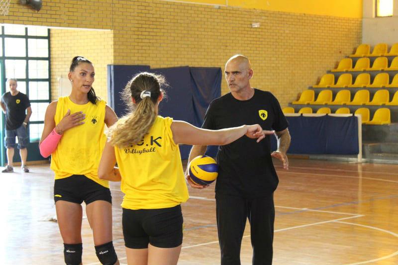 aek-women-volley-arseniadis-priv1