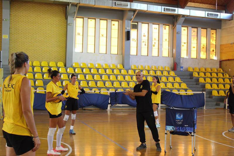 aek-women-volley-arseniadis0112121