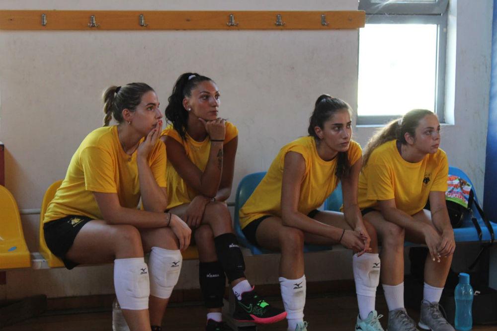aek-women-volley-players-kavvadia-souvalioti-pirv-pateli1
