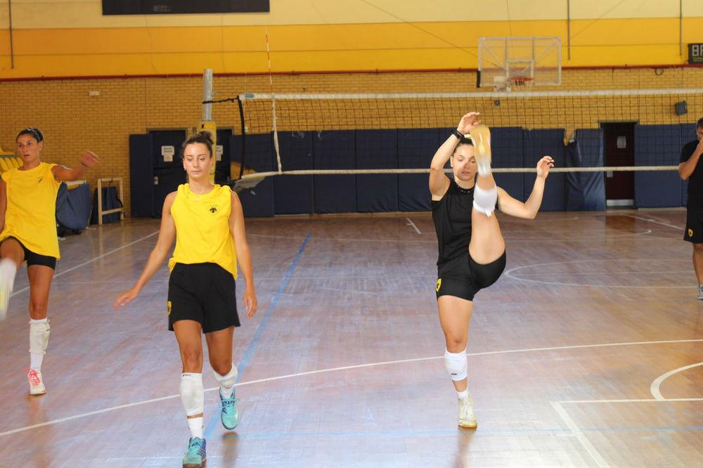 aek-women-volley-proetoimasia1